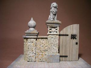 Reality in Scale Entrance gate - 4 resin pieces. Incl. a choice of wooden gate or laser cut