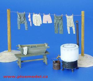 Plus Model Field Laundry