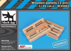 Black Dog Wooden Palets