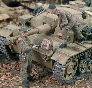 Royal Model British Infantry (WWII) 2 fig.